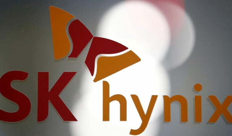 The logo of SK Hynix is seen at its headquarters in Seongnam, South Korea, April 25, 2016. REUTERS/Kim Hong-Ji