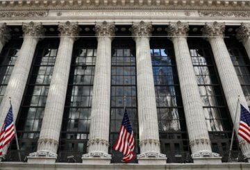 S&P cierra ligeramente al alza después de que las minutas de la Fed alimentan la vista de la tasa estable