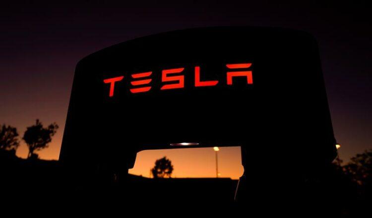 Tesla cae por debajo del 10% del fondo insignia de Cathie Wood