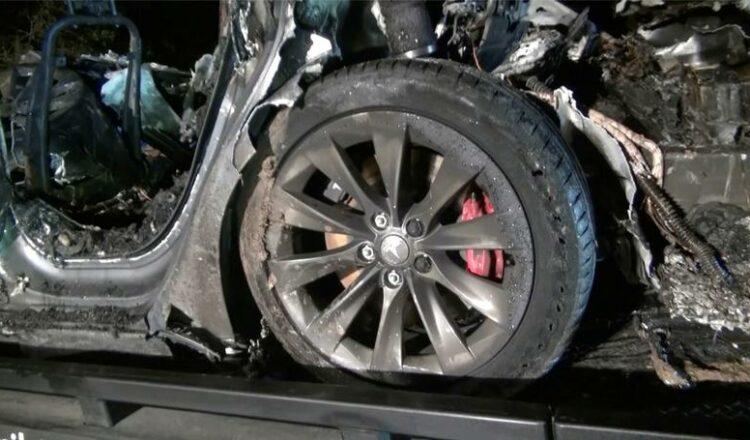 Tesla conduce en piloto automático a través de una zona gris regulatoria