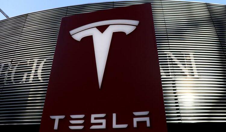 Tesla lanzará la autoinspección de los servicios en China