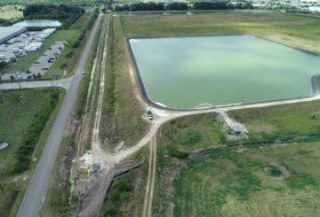 Tripulaciones compiten por drenar el depósito de aguas residuales de Florida al borde del colapso