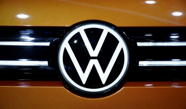Volkswagen diseñará chips para vehículos autónomos, dice CEO
