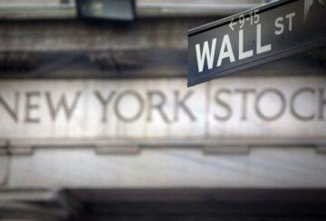 Wall Street termina a la baja mientras los inversores esperan ganancias, datos de inflación