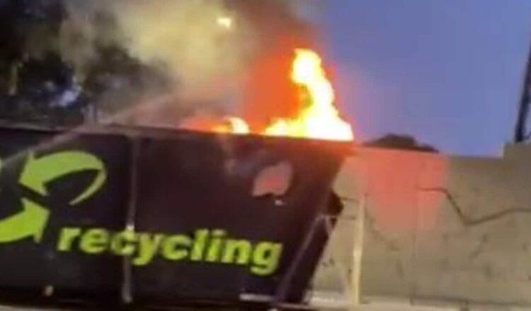 Retrasos en el tráfico debido a que un camión se incendia en Toorak Road, Melbourne