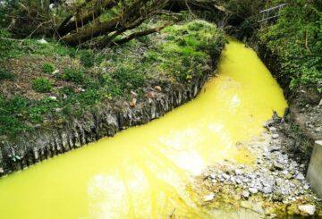 Extrañas fotos muestran que el río escocés se volvió amarillo brillante