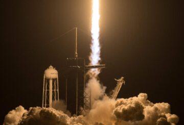 SpaceX de Elon Musk lanza astronautas en un cohete Crew-2 a la Estación Espacial Internacional