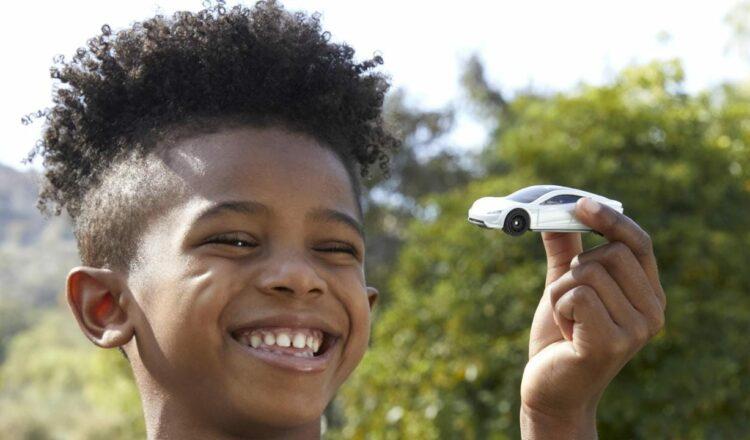El coche Tesla Roadster Matchbox revela un nuevo futuro para sus juguetes favoritos