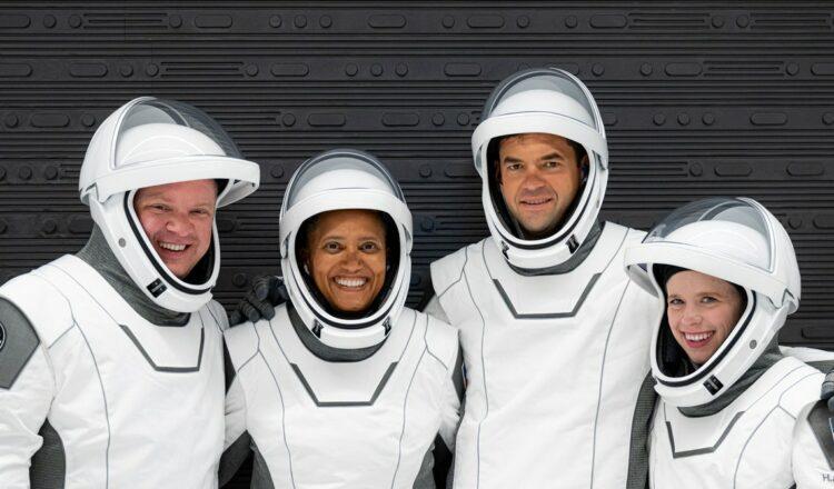 La tripulación All-Civilian Inspiration4 de SpaceX se prepara para el lanzamiento
