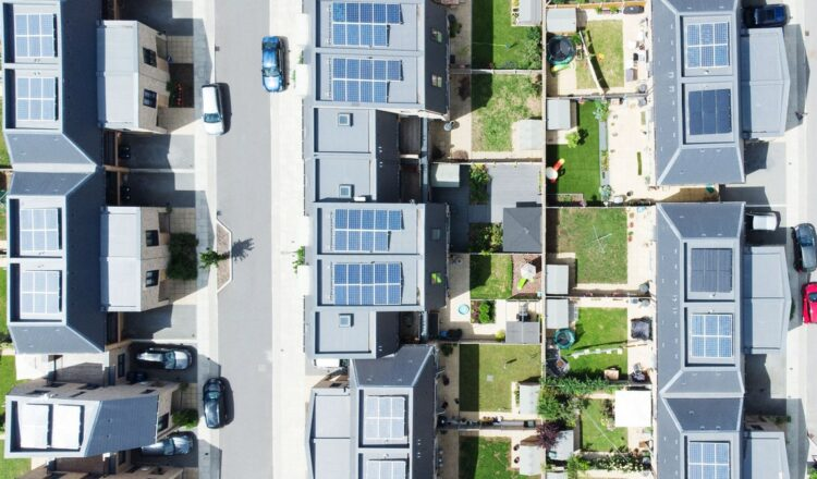 Una red obsoleta ha creado una brecha económica en la energía solar