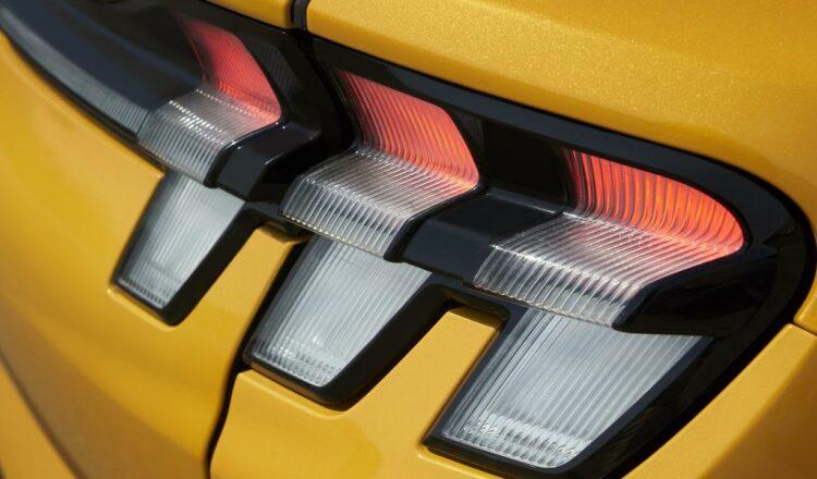Ford se vuelve eléctrico con Transit Van en Australia.