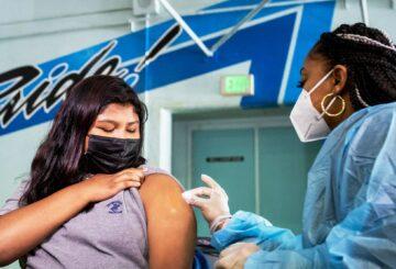 La FDA respalda los impulsores, el aumento de las restricciones de viaje y más noticias sobre coronavirus