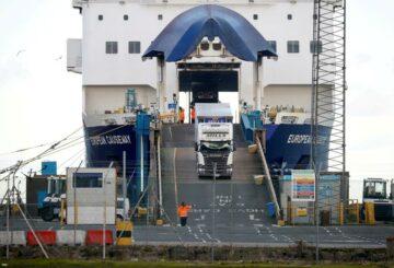 La UE propondrá flexibilizar los controles sobre el comercio británico con Irlanda del Norte