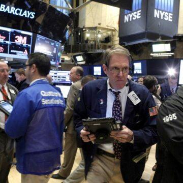 S&P y Nasdaq disfrutan de un impulso de las grandes empresas de tecnología, el Dow cae