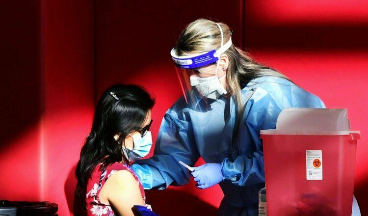 Vacunación de niños, avances en tratamientos y más noticias sobre coronavirus