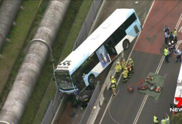 Sydney: un hombre muere después de quedar atrapado debajo de un autobús cerca de Smithfield