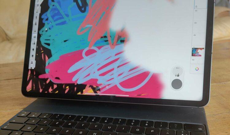 L'iPad Pro s'éloigne de la catégorie tablette en cherchant à empiéter sur l'univers des ultraportables. Elle n'y a pas encore vraiment sa place. © Futura